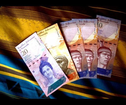 Venezuela raising largest bank note from 100 bolivars to 20,000 amid inflation