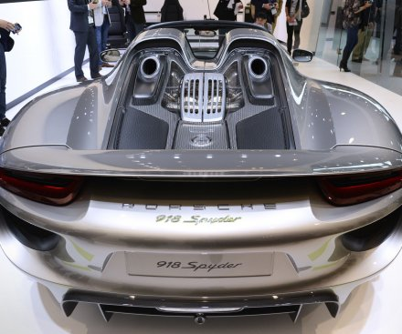$900,000 Porsche Spyder catches fire at gas station