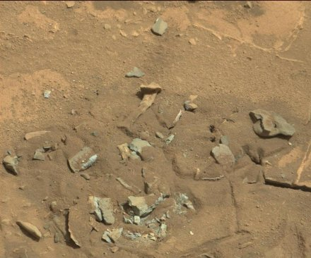 Mars rover spots rock shaped like thigh bone
