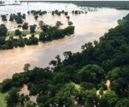Heavy flooding in Texas kills 6