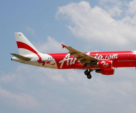 Search for missing AirAsia plane, believed to be at 'the bottom of the sea,' resumes