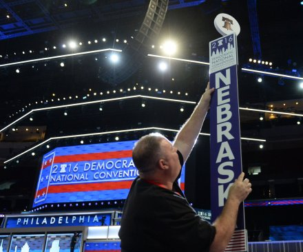 GOP can't shake opposition party image; Democrats promise better