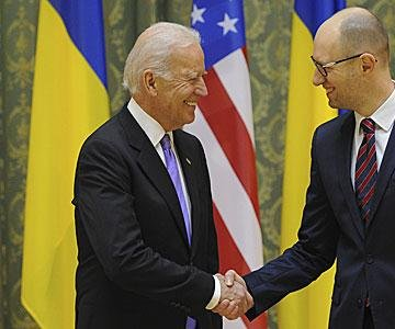 Biden pushes Ukraine PM to form government during meeting in Kiev