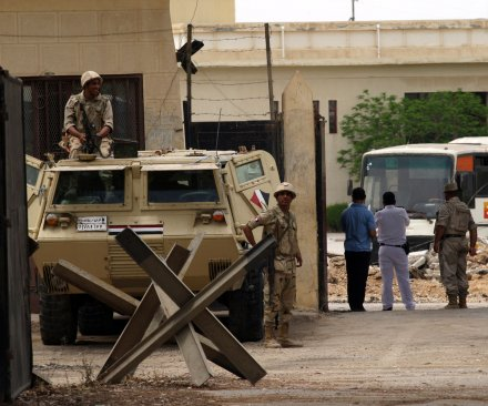 At least 10 Egyptian soldiers killed in wave of coordinated attacks