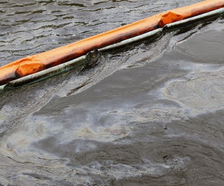 Oil spill threatens Saskatchewan drinking water