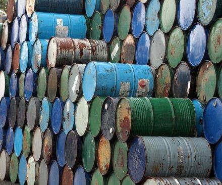 Iraq, Libya nudge Brent crude prices up