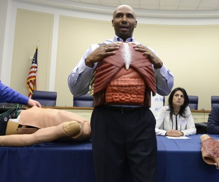 Former military doctors call for end to live tissue training