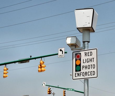 Red light cameras do not make driving safer, according to a new study