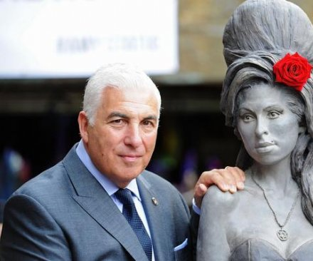 Amy Winehouse tribute statue unveiled in London