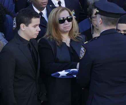 Police turn backs to de Blasio during funeral for slain officer Rafael Ramos
