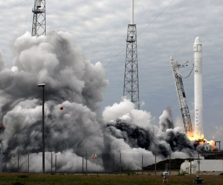 SpaceX delays resupply flight to ISS