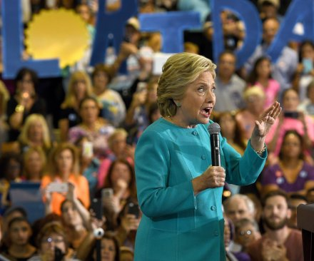 FBI reviewing new batch of Hillary Clinton emails