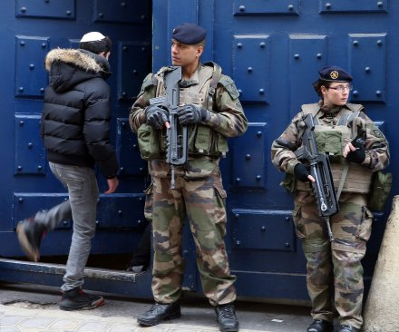 Paris works to reassure tourists after attacks