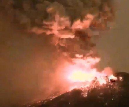 Popocateptl erupts