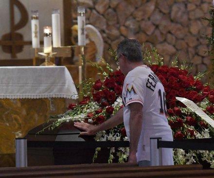 Jose Fernandez mourned at Marlins Park memorial