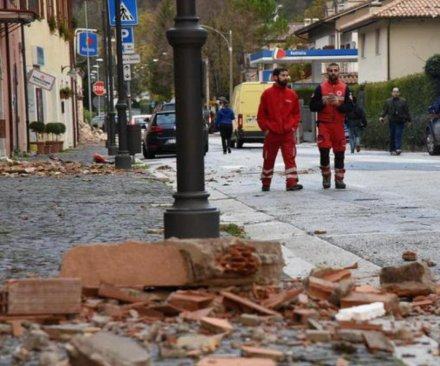 Italians without shelter after quakes damage residences; church destroyed