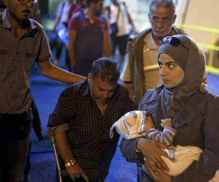 Budapest train station reopens to migrants after two-day conflict