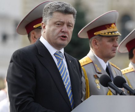 Poroshenko offers eastern Ukraine self-rule