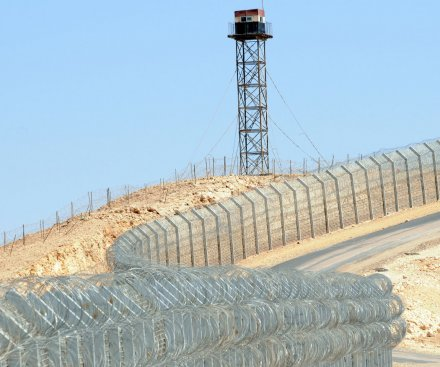 Israeli troops injured in shootingat Egyptian border
