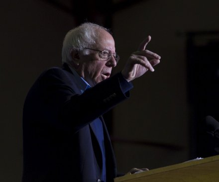 Poll: Sanders closes in on Clinton's lead for Democratic nod