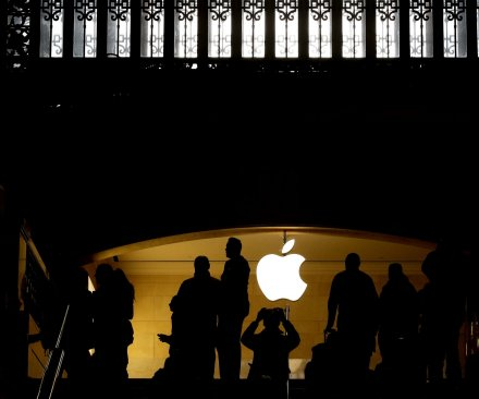 Apple posts first yearly decline in revenue, profit since 2001