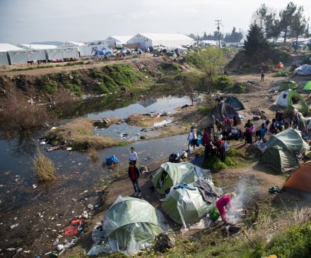 Greek police begin emptying refugee camp