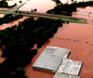 Severe Weather: Deadly flash floods sweep away homes in Oklahoma, Texas
