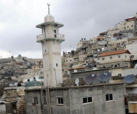 Jewish families move to Arab area of east Jerusalem