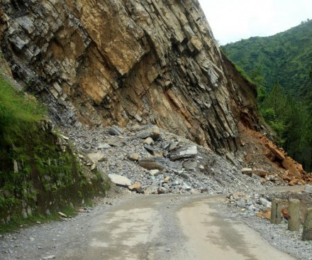 More than 2,000 dead in Nepal quake; 6.7-magnitude aftershock Sunday