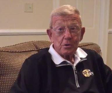 Trump scores endorsement from ex-Notre Dame coach Holtz before Indiana vote