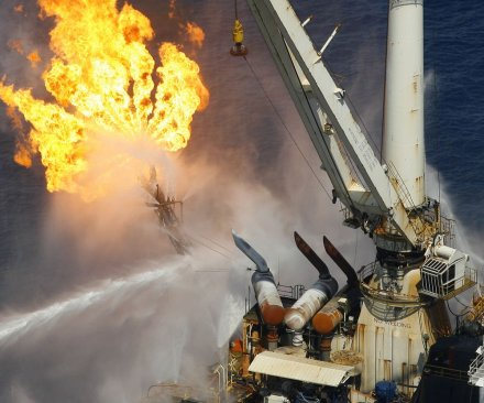 3 dead in Azeri rig collapse