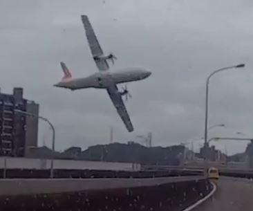 Pilot in Taiwan plane crash shut down wrong engine, black boxes show