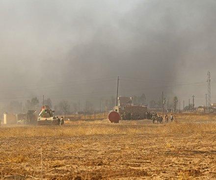Islamic State lights sulfur plant ablaze to slow Iraqi advance on Mosul