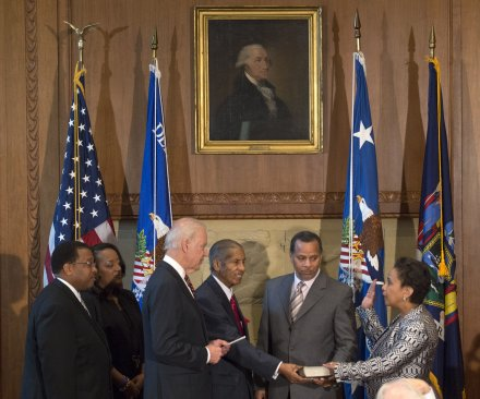Loretta Lynch sworn in as U.S. attorney general after bumpy confirmation