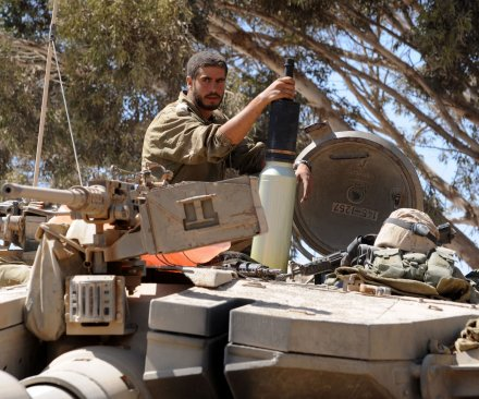 Syrian jets hit rebels holding Golan Heights checkpoint