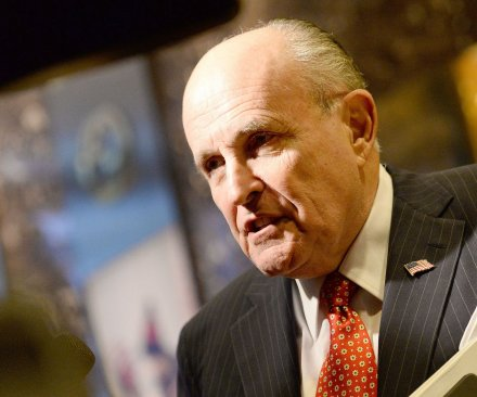 Giuliani won't be in Trump Cabinet; banking exec eyed for top economic post