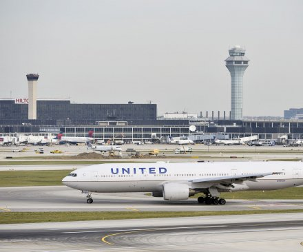 United Airlines warns pilots after 'major safety events and near-misses'