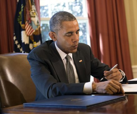 Obama creates sanctions on cyberattacks, declares national emergency