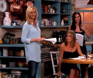 Lisa Kudrow, Jennifer Aniston, Courteney Cox reunite on 'Jimmy Kimmel Live'