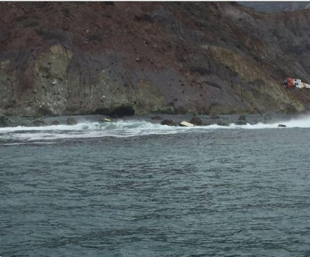 3 killed after boat capsizes off California's Catalina Island