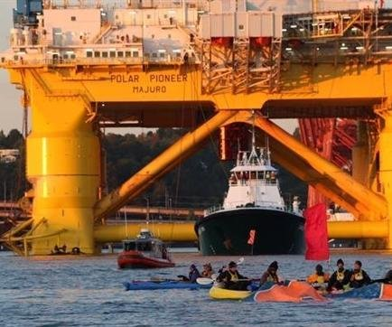 Greenpeace again stands in Shell's way to arctic