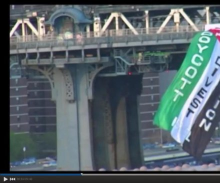 Protesters attach giant Palestinian flag to Manhattan Bridge