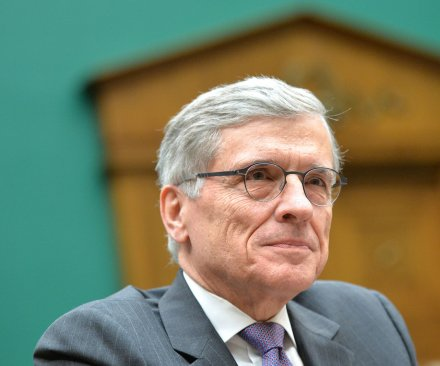 FCC approves Internet regulations, victory for 'net neutrality'