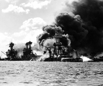 U.S. Navy commemorates 75th anniversary of attack on Pearl Harbor