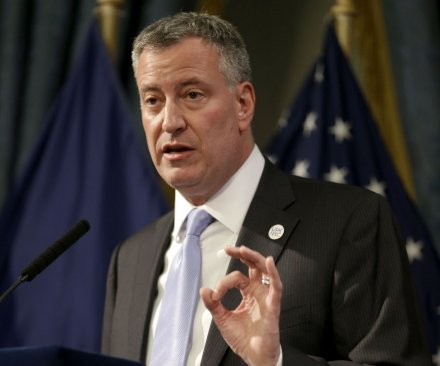 Mayor de Blasio signs increase in NYC 'living wage'