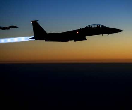 Rights group: Coalition airstrikes in Syria killed 900, including women and children