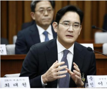 South Korean prosecutors seek to arrest Samsung heir in corruption scandal