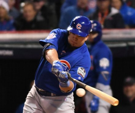 Kyle Schwarber helps Chicago Cubs level World Series at 1-1