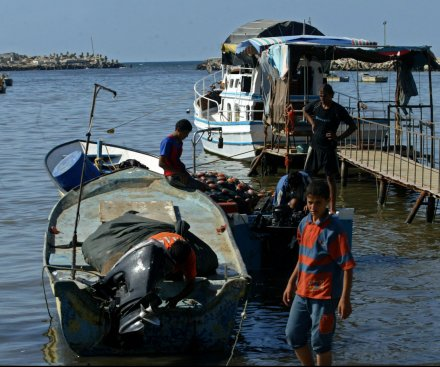 Palestinian migrants drown after boat capsizes in Mediterranean