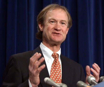 Lincoln Chafee announces Democratic candidacy at George Mason University